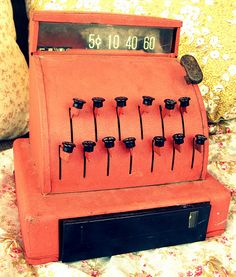 I played with one of these! I still have it in some of my old toys!!! Mine looks exactly like this!