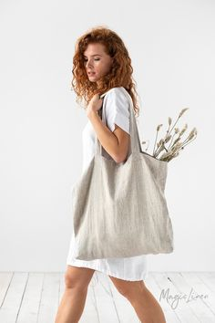 Soft linen tote bag perfect for carrying everyday essentials or serving as a more sustainable alternative to plastic grocery bags. Linen shopping bag available in various colors > Linen Apron, Linen Bag, Diy Tote Bag, Tote Bags, Plastic Grocery Bags, Fabric Bags, Natural Linen, Look Fashion, Shopping Bag