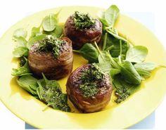 Elsker du også en god dansk hakkebøf til aftensmad, så prøv denne version med vores yndlingskrydderi: bacon. Forkæl dig selv med at købe rigtig godt oksekød!