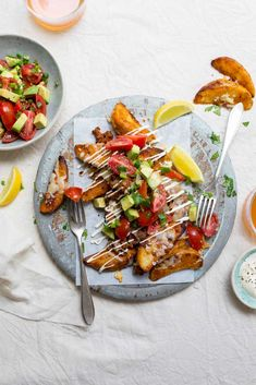 This dish of Loaded Mexican Potato Wedges is the kind of thing that you can put in the centre of a table of hungry friends and everyone can just dig in. Mexican Potatoes, Mexican Food Recipes, Ethnic Recipes, Green Chilli, Vegetable Puree, Potato Wedges, What To Cook, Mac And Cheese, Coriander