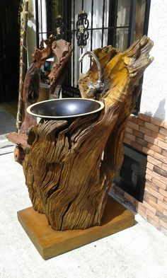 There are lots of points that could eventually complete the yard, like an existing white Driftwood Furniture, Rustic Bedroom Furniture, Log Furniture, Rustic Bathroom Designs, Rustic Bathrooms, Bathroom Interior Design, Lavabo Design, Wood Table Design, Wood Art