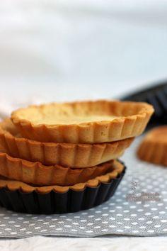 Massa para tortas com gostinho de biscoito amanteigado... É assim a Pâte Sucrée, um pouco crocante e mais macia e doce que suas primas pâte sablée e pâte brisée.