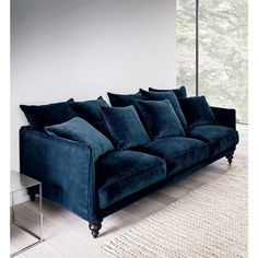 Nice feet on this navy blue velvet sofa-image Canapé fixe en velours, LAZARE AM. New Living Room, Living Room Sofa, Living Room Interior, Living Room Decor, Interior Livingroom, Apartment Interior, Apartment Design, Apartment Living, Apartment Couch