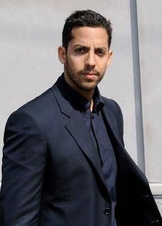 David Blaine-The New York-born illusionist, famous for his street magic and risky escape acts, owes much to his Puerto Rican father, William Pérez, a Vietnam veteran who married. Blaine's Russian mother, producing a magic combination.
