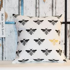 Handmade little bees pattern pillow. This design is made from a heigh weight 40% cotton 60% linen fabric, and is designed to fit nicely onto a