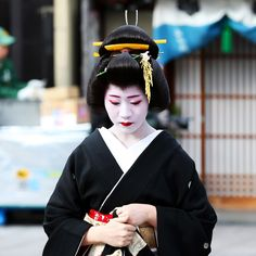 Have you ever wondered what it's like to have dinner with a geiko or maiko? Here, we take a look into geisha culture in Kyoto. Geisha, Healthy Eating For Kids, Kids Diet, Bangkok Thailand, Healthy Prawn Recipes, Diet Recipes, Bangkok Photography, Dinner Recipes For Kids, Kids Meals