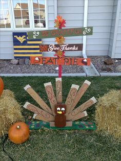 Pallet Thanksgiving Turkey & Pallet Thanksgiving Sign.