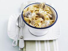 Pasta mit Champignon-Sahne-Soße ist ein Rezept mit frischen Zutaten aus der Kategorie Sahnesauce. Probieren Sie dieses und weitere Rezepte von EAT SMARTER!