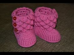 Learn To Crochet with free videos of techniques and projects. Mikey is the Creative Director and Video Host of The Crochet Crowd. He teaches crochet projects. Crochet Slipper Boots, Crochet Baby Sandals, Crochet Baby Boots, Knitted Booties, Crochet Baby Clothes, Crochet Slippers, Baby Booties, Baby Knitting Patterns, Crochet Patterns