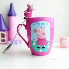 Свинка Пепа сделана на заказ. #полимернаяглина #пластика #ярмаркамастеров #кружкасдекором #кружкавподарок #кружканазаказ #фимо #пепа #polymerclay #mug #handmade #livemaster #fimo #pink