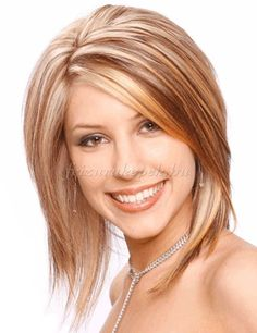 félhosszú melírozott frizura