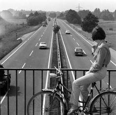 HANNOVER in den 60ern, wenig Verkehr auf dem Messeschnellweg Vw, Germany, Black And White, Travel, Europe, History, Autos, Bremen, Hannover