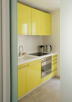 cocina amarilla - Pequeños espacios, grandes soluciones: cocinas compactas