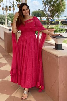 Pakistani Dresses Casual, Indian Gowns Dresses, Indian Fashion Dresses, Dress Indian Style, Indian Designer Outfits, Girls Fashion Clothes, Indian Outfits, Girl Fashion, Simple Kurti Designs