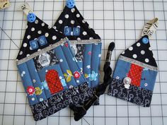 cute potholders ! And a mini house pin holder.