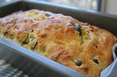 Cake au Jambon et olives thermomix. Voici une recette délicieuse de Cake salé au Jambon et olives, facile et rapide a préparer avec votre thermomix.