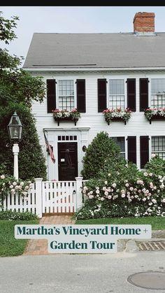 Colonial House Exteriors, Dream House Exterior, Exterior House Colors, Exterior Design, Colonial Exterior, Home Exterior Makeover, Exterior Remodel, House Landscape, Porch Decorating