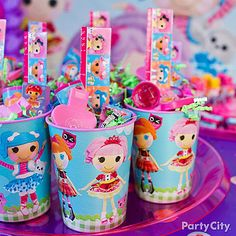 What a treat! We ♥ this nifty idea of turning a reusable cup into a fun-filled container of party favors. Click for more Lalaloopsy party ideas!