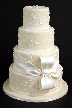 Pictures of Wedding Cakes - Wedding Cake Ideas | Wedding Planning, Ideas  Etiquette | Bridal Guide Magazine