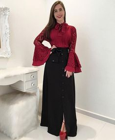 love the neckline and the sleeves and the long skirt with the buttons all the way down and the pop of color on the shoes Unique Dresses, Cute Dresses, Modest Fashion, Fashion Dresses, Vestidos Fashion, Mode Simple, Hijab Style, Trend Fashion, Frill Dress