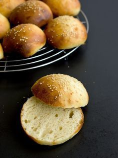Pradobroty: Hamburgerové housky z kvásku - My site Bread And Pastries, Baked Potato, Bread Recipes, Cheesecake, Bakery, Food And Drink, Cooking, Ethnic Recipes, Breads