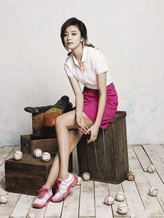 Foto Han Hyo Joo Berpose Untuk Headsport Fashion Han Hyo Joo, Beautiful Asian Women, Asian Style, Asian Woman, Korean, Kpop, Actresses, Legs, Princess