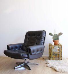Blitse lederen fauteuil vintage op draai poot om heerlijk op te loungen. Retro…