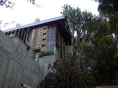 The Samuel and Harriet Freeman House. 1924. Hollywood Heights. Textile block Period. Frank Lloyd Wright.