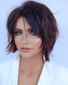 Explore the fantastic ideas of short haircuts with bangs or fringes to show off in this year. You just need to see here and find our amazing selection of short haircuts for bold and sexy look. Fantastic Short Haircuts with Bangs You must Wear in 2019 Short Hair Cuts For Round Faces, Short Haircuts With Bangs, Short Shag Hairstyles, Edgy Haircuts, Round Face Haircuts, Short Hairstyles For Women, Bangs Short Hair, Haircut Short, Haircut Style