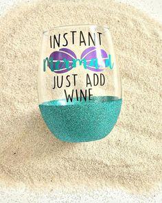Meerjungfrau-Wein Glas / / Instant Meerjungfrau / / Glitzer / / ORIGINAL instant Meerjungfrau Glas / / Meerjungfrauen / / Weinleben von RBTcrafts auf Etsy https://www.etsy.com/de/listing/291853195/meerjungfrau-wein-glas-instant