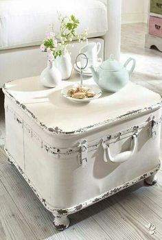 OMG have to have this for the B&B!!! Repurposed suitcase. Do this with overnight case.