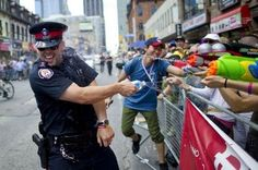 COPS IN CANADA Photograph by CARLOS OSORIO / TORONTO STAR A police officer is spotted performing crowd control at this year's annual Pride Parade in Toronto, Canada. It takes place during the last week of June and has been an annual event since Soldado Universal, Meanwhile In Canada, Moving To Canada, American Teen, Mundo Comic, Pride Parade, Gay Pride, Make Me Smile, I Laughed