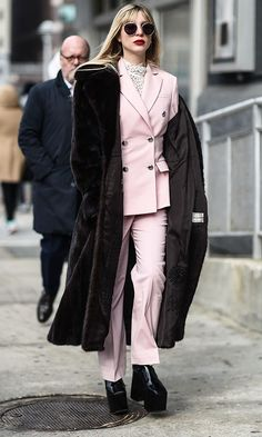 The Best NYFW Fall 2017 Street Style - Fall & Winter Fashion Outfit Ideas | New York Fashion Week F/W 17 | Pastel pink