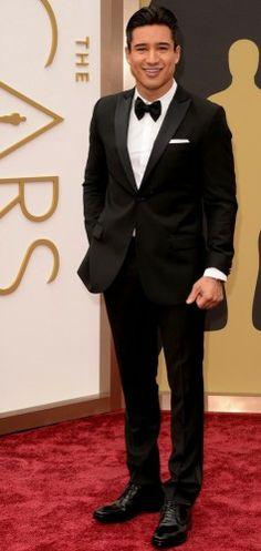 Mario Lopez: Υπέροχος με το J. Lindeberg tuxedo του, συνδυασμένο με YSL παπαγιόν και John Varvatos παπούτσια. #oscars Carpet Styles, John Varvatos, Red Carpet Fashion, Mario, Photo Galleries, Formal, Preppy