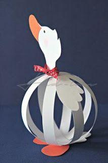 Bird Crafts, Diy And Crafts, Crafts For Kids, Paper Crafts, Christmas Bulbs, Christmas Crafts, Paper Balls, Easter Art, General Crafts