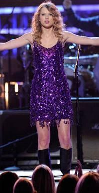 Who made Taylor Swift's purple sequin fringe dress that she wore while performing at the Brooks & Dunn The Last Rodeo show in Las Vegas? Dress – Jenny Packham