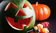 Cut a jack-o'-lantern from a watermelon instead of a pumpkin – it's easier and the fruit is ready to enjoy straight away! Healthy Halloween, Halloween Food For Party, Halloween Treats, Halloween Decorations, Halloween Games, Halloween 2020, Monster Party, A Pumpkin, Pumpkin Carving