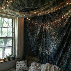 Tapestry bedroom boho, photo tapestry, dorm tapestry, tapestry on ceiling, tapestry wall Room Ideas Bedroom, Cozy Bedroom, Bedroom Decor, Bedroom Wall, Bedroom Inspo, Ceiling Tapestry, Tapestry Bedroom, Tapestry Wall, Mandala Tapestry