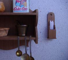 Wood Candle Box - Caja de madera para guardar velas. 1:12 scale dollhouse miniature.