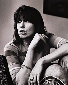 The Pretenders Chrissie Hynde Teen Hairstyles, Hairstyles With Bangs, Celebrity Bangs, Chrissie Hynde, The Pretenders, We Will Rock You, Zooey Deschanel, Female Singers, New Wave