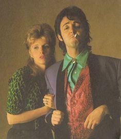 The Lovely Linda Paul Mccartney Beatles, Mary Mccartney, Paul And Linda Mccartney, Hard Music, Hippie Music, Sir Paul, Eyebrows On Fleek, Ringo Starr, Woman Standing