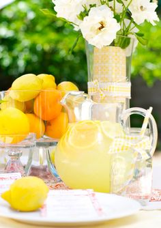 mmm traditional lemonade is on the menu - as are the lemons for extra theming