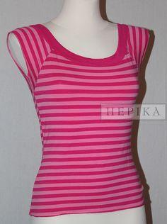 Koszulka w paski - sklep internetowy HEPIKA  Używana damska koszulka marki Pilot, w szerokie pasy o dwóch odcieniach różu, w stanie bardzo dobrym, świetna na lato. Rozmiar z metki - 40, 97 % viscosa, 3% elastan.