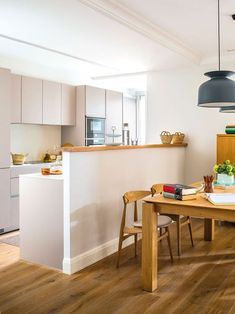 Contemporary Kitchen Ideas – Every person that knows how to cook as well as enjoys to, also knows that it […] Loft Kitchen, Kitchen Room Design, Open Plan Kitchen, Home Decor Kitchen, Kitchen Interior, Kitchen Dining, Appartement Design, Cuisines Design, Küchen Design