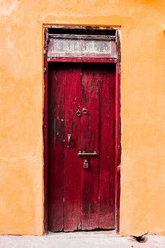 Door in Darjeeling by Cloud Cave, via Flickr