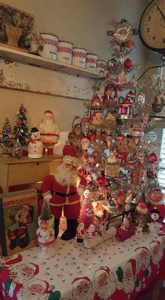 Vintage Christmas decorations are perfect blend of traditions & nostalgia. Vintage Christmas ornaments & toys are best items to decorate for the holidays. Christmas Porch, Christmas Kitchen, Christmas Past, Country Christmas, Christmas Holidays, Christmas Crafts, Silver Christmas, Victorian Christmas, Party
