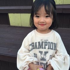 baby ulzzang C nhc Hn Quc ng yu ti ni xem nh m ch mun lao ngay vo. Cute Asian Babies, Korean Babies, Asian Kids, Cute Babies, Cute Little Baby, Cute Baby Girl, Little Babies, Baby Boy, Kids Girls