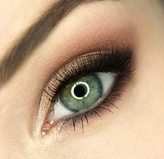 maquillage yeux smokey eye en marron avec mascara noir