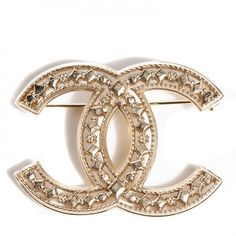 This is an authentic CHANEL CC Brooch in Light Gold. This stylish brooch is a large and open Chanel CC in light gold with stunning filagree texturing.