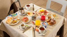 Buffet #Breakfast - #Hotel Artis #Roma Hotel Breakfast, Did You Eat, Recipe Of The Day, Buffet, Table Settings, Meals, Table Decorations, Healthy, Home Decor